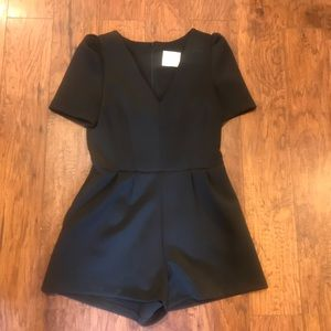 Line & Dot Solid Black Zip up Romper Size Medium